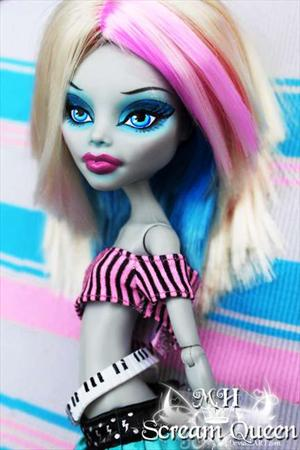 Ghoulia Yelps. 071107081938578125303
