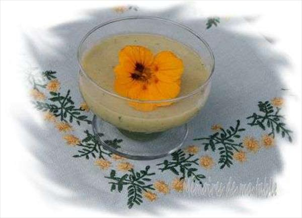 Velouté de poire au cœur de laitue &url=http://memoires1table.canalblog.com/archives/2008/06/21/9660228.html Photo: Mémo...