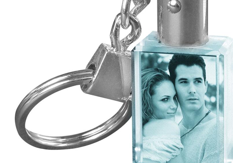 Porte cl s en cristal avec gravure photo et clairage led - Porte cle personnalise avec photo gravure ...